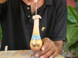 рисунок из песка на бутылке