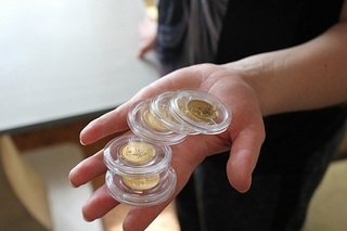 покупка золотых инвестиционных монет как способ сохранить сбережения в кризис 2015 года