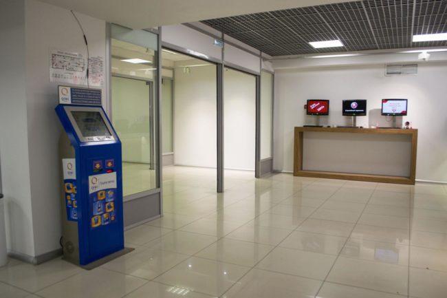 Платёжный терминал в здании