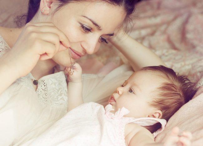 Женщина с маленьким ребёнком