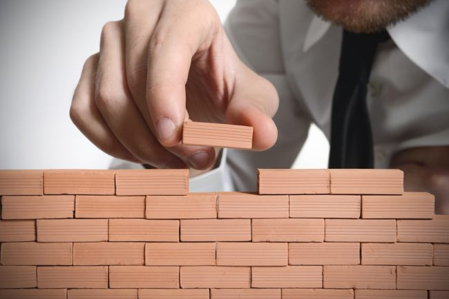 По кирпичику строим стену