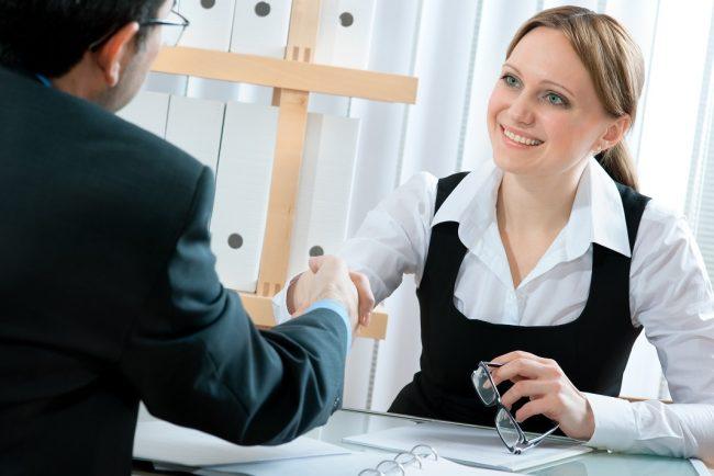 работодатель и сотрудница