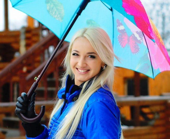 Ольга Бузова с зонтом