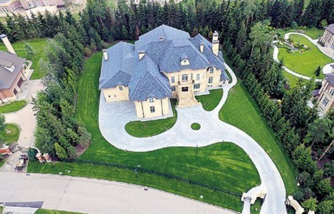 Дом Стаса Михайлова снаружи