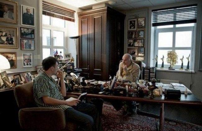 Никита Михалков в своём доме