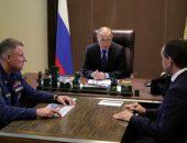 Президент РФ Владимир Путин, глава МЧС Евгений Зиничев (слева) и губернатор Краснодарского края Вениамин Кондратьев (справа) во время встречи 27 октября