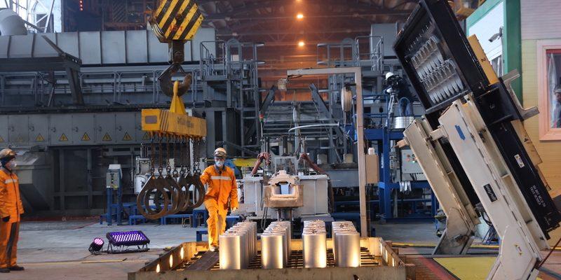 Цех по выплавке алюминиевых болванок завода