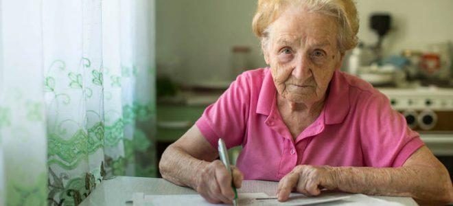 Пенсионер пишет заявление