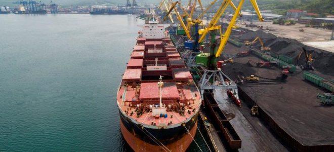Промышленный порт на Дальнем Востоке