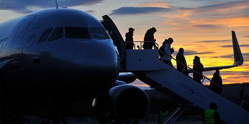 Посадка пассажиров на самолет