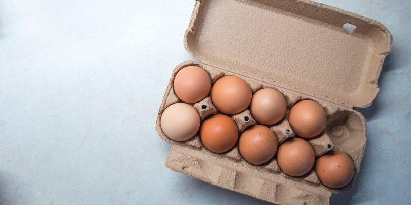 9 яиц в лотке