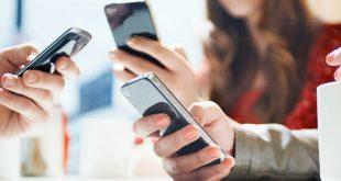 Мобильные телефоны в руках