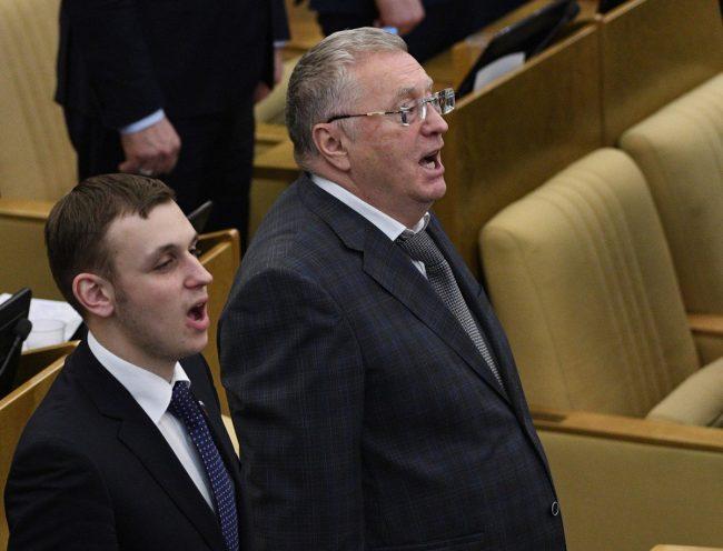 Депутаты в Госдуме поют