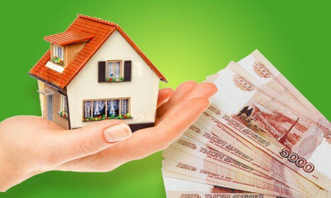 Дом на руке человека и пачка денег