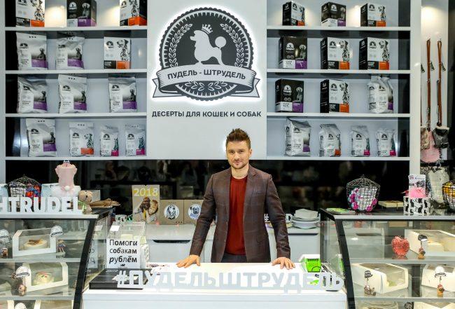 Сергей Лазарев в кондитерской