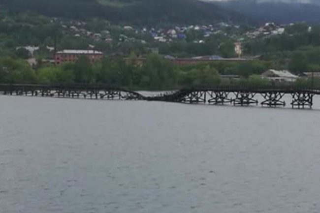 Самый длинный пешеходный мост России обрушился
