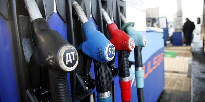 Цены производителей на автомобильный бензин в июле в России снизились