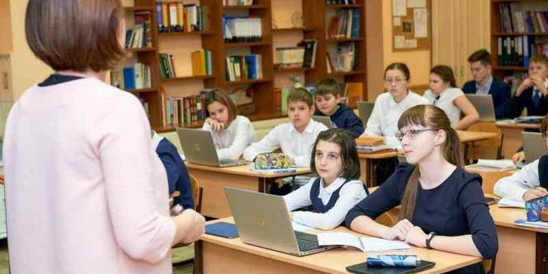Новосибирским школам запретили