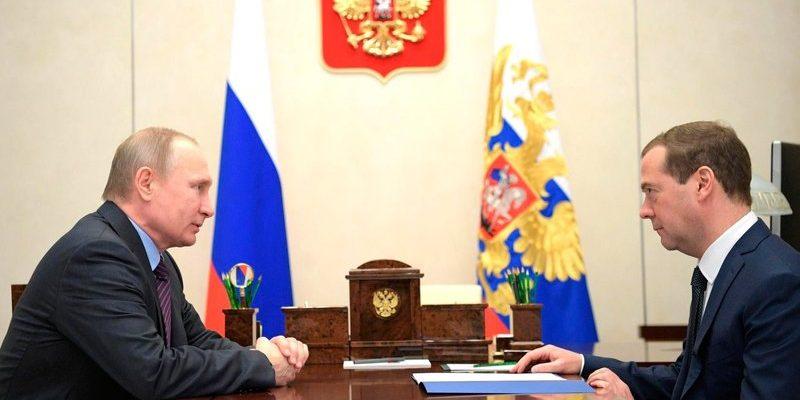 В Кремле объяснили повышение зарплат Путину и Медведеву