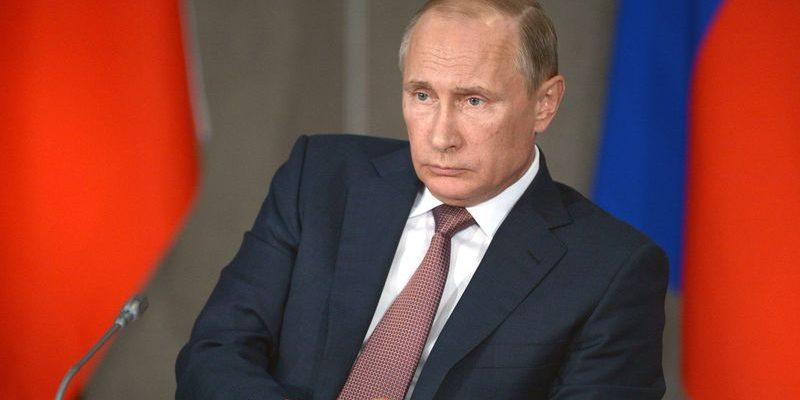 Путин поручил изучать поведение молодежи в сети